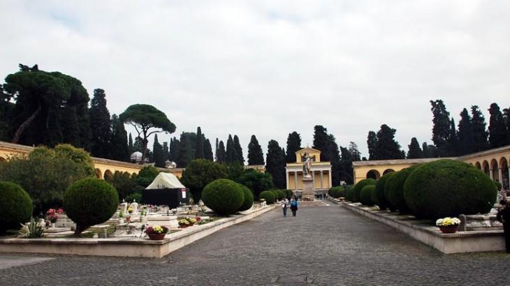 verano_cimitero_roma_fotogramma-kkcg-835x437ilsole24ore-web